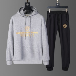 $82.00,2020 Versace Tracksuits For Men For Men in 229238
