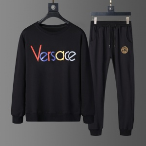 $82.00,2020 Versace Tracksuits For Men For Men in 229250